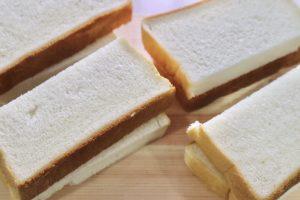 半分に切った食パン