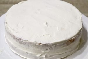 飾り付けする前のショートケーキ